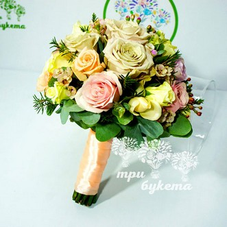 Букет невесты из роз и кустовых роз «Романс»
