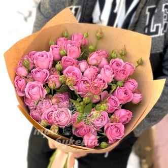 19 пионовидных кустовых роз