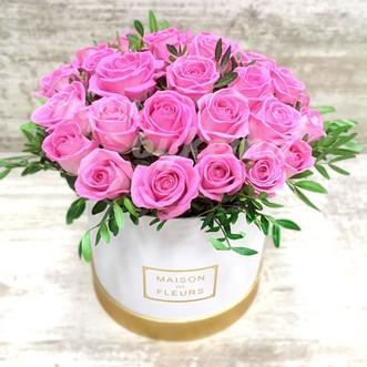 29 розовых роз в коробке
