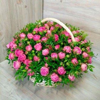 51 пионовидная роза в корзине