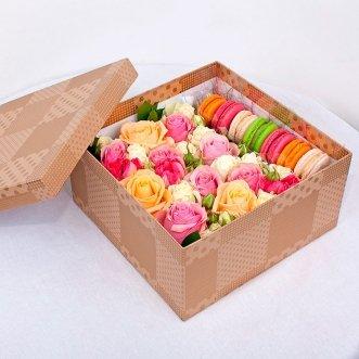 7 макарун с кустовыми розами