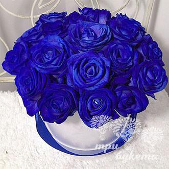 17 синих роз в шляпной коробке