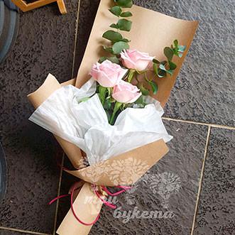 Мини-букет из 3 розовых роз