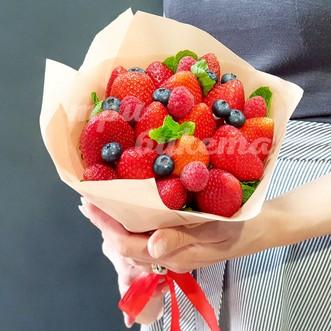 Букет из сладких ягод