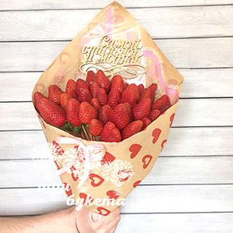 Букет на День Валентина из клубники